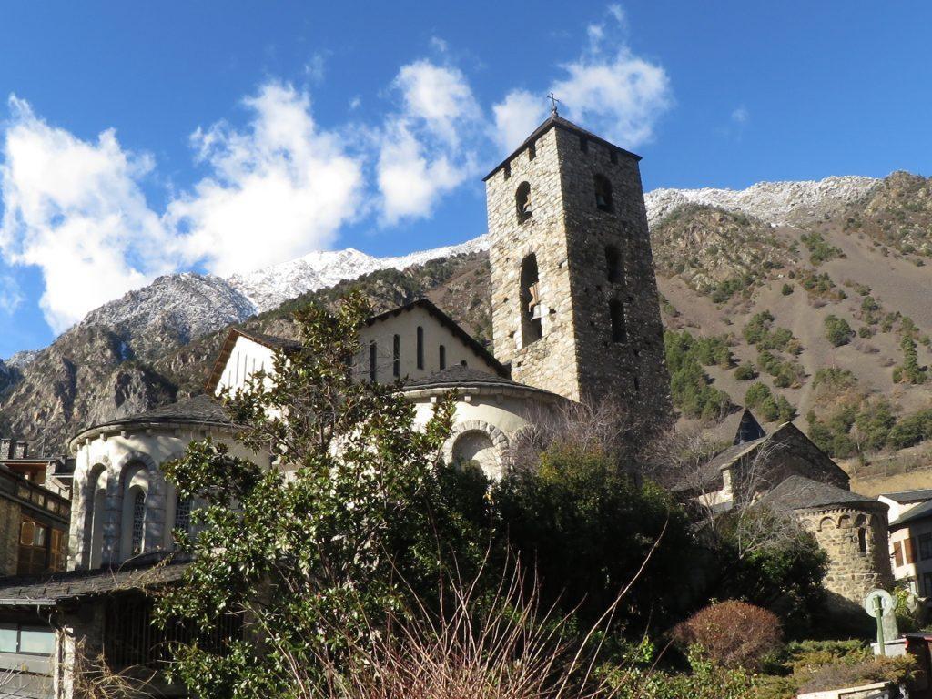 LA TEVA GESTORIA DE CONFIANÇA A ANDORRA. Estem a Andorra la Vella, al mateix centre d'Andorra la Vella a 200 metres de la central del Banc Crèdit Andorra i l'oficina de la CASS, la Caixa Andorrana de la Seguretat Social som una gestoria Andorrana que ofereix un servei molt professional, àgil i proper en tots aquells tràmits d'Andorra vinculats al món de l'empresa com ara la gestió de la seva comptabilitat i fiscalitat, totes les gestions laborals i mercantils i qualsevol gestió administrativa en general.  GESTORS EXPERTS EN TRÀMITS ADMINISTRATIUS, EMPRESARIALS, COMPTABILITAT I FISCALITAT.  També realitzem tot tipus de tràmits i gestions administratives com ara escrits, recursos i demandes, obtenció de la residència passiva andorrana, la residència activa, i tots els altres tipus de residències per a professionals lliberals o esportistes famosos, importació i matriculació de vehicles així com la gestió de tots els documents de la seva vida privada o professional a Andorra.  Entre molts altres, fem assessorament comptable i tributari, assessorament fiscal sobre els impostos directes, indirectes en l'àmbit de País i locals o comunals al Principat d'Andorra, assessorament en la creació de noves empreses, constitució de noves societats, obtenció i renovació de permisos de residència i treball, obtenció i renovació de permisos de treball per a empreses estrangeres, inscripcions d'inversions en immobles, tramitació de l'obtenció de la nacionalitat andorrana i tot el que vostès puguin necessitar dins l'àmbit oficial al Principat d'Andorra.