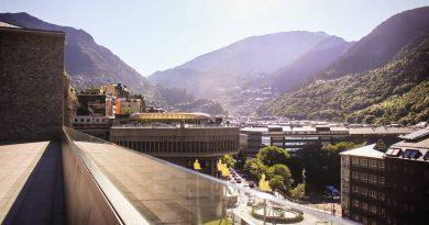 """Govern afirma que l'impacte pels confinaments veïns """"és terrible"""" Espot destaca que Andorra ha de """"fer els deures"""" perquè els turistes confiïn en el país una vegada es retirin les restriccions de mobilitat"""