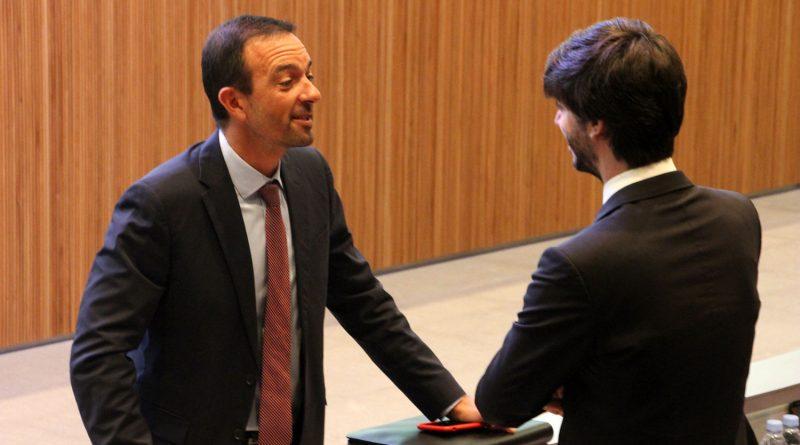 """Carles Enseñat va afirmar que Andorra ja està preparada per ingressar al Fons Monetari Internacional (FMI) un cop ja ha desenvolupat el pla estadístic que se li exigia. """"No disposàvem d'un sistema estadístic complet, cosa que ara ja tenim, i a partir d'això ja podem acreditar entrada a l'FMI, perquè la institució viu de les estadístiques que li donen els estats, i sense això nosaltres no podíem complir."""" El conseller general va indicar que el pla estarà acabat a finals d'any i """"ja les podrem presentar a principis del vinent"""". De totes maneres, Enseñat va deixar clar la diferència entre """"tenir la capacitat d'entrar a l'FMI i entrar a l'organisme"""", ja que per això """"caldrà fer un debat important"""" que acabarà amb una discussió i una votació al Consell General. El conseller general de DA va definir l'FMI com """"un òrgan avalador extern que acredita la capacitat estadística, de sistema de pagament, etc., dels països i és un aval exterior per acreditar davant del món però no obliga a res""""."""