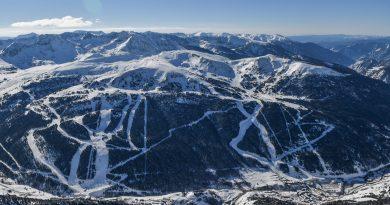 La estación de esquí de Grandvalira aspira a crecer entre un 2 y un 3% esta temporada en días de esquí vendidos, mientras que, en Vallnord, el sector de Pal Arinsal se ha marcado el mismo objetivo y el sector de Arcalís eleva la previsión hasta el 11% de crecimiento. Para lograrlo, han invertido casi 24,5 millones de euros en total, han informado este lunes en rueda de prensa el director de Ordino Arcalís, Xabier Ajona; el director general de Grandvalira-Nevasa, Alfonso Torreño, y el director de Pal Arinsal, Josep Marticella, junto al gerente de Andorra Turisme, Betim Budzaku, durante la presentación de las novedades para el invierno.